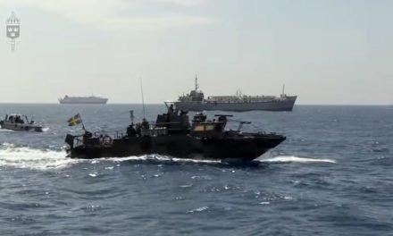 Stridsbåt 90 presterar i somaliskt vatten