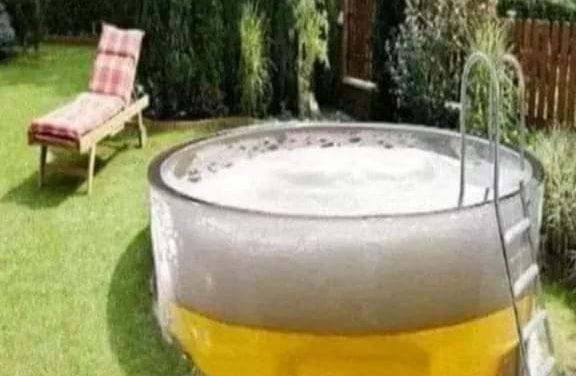 Äntligen är den nya poolen på plats